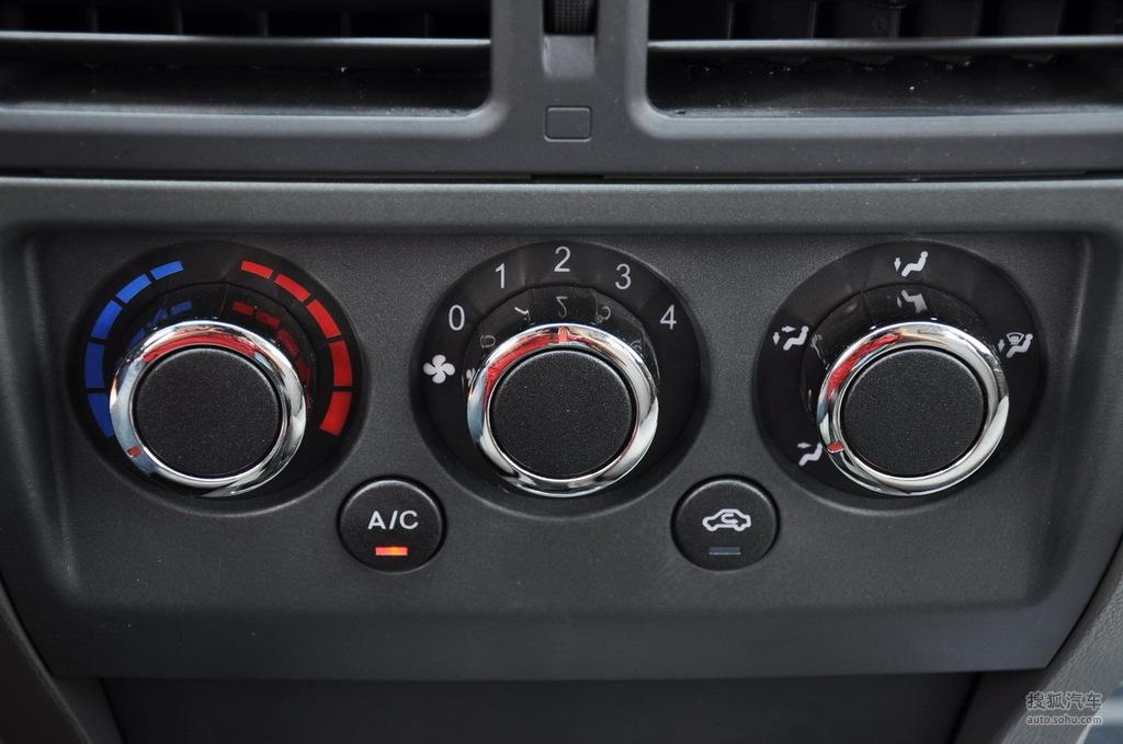 2011款众泰z200 1.3l手动舒适型   空调控制面板