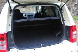 空间/底盘调校是亮点 试驾中兴小SUV C3