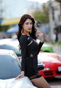 韩国车模街头穿紧身衣秀美乳翘臀