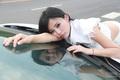 车模娇羞表情惹人爱 车内衣冠不整性感撩人