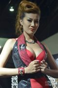 看泰国车展超美车模 不知道是人妖还是美女