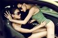 霹雳双娃性感诱惑 姐妹上演激情对决