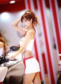 韩国火爆车模美女身材丰满性感迷人