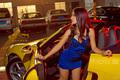美腿车模演绎中国风 优雅旗袍难遮性感诱惑
