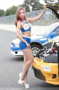 韩国拉力赛车模长腿翘臀上围傲人