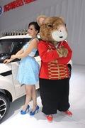 2013青岛国际车展车模风采-蓝衣车模