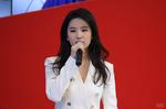 刘亦菲亮相车展 魅力女神迷倒众人