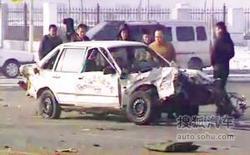 驾校学员练车撞大货 教练被甩出车外身亡