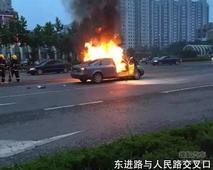 近日高温盐城多地发生汽车自燃 损失严重