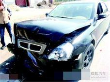 二手车贩与汽修厂合谋 伪造事故骗取保费