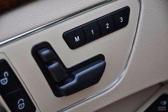 奔驰E级E200 CGI优雅型(进口)座椅调节图片