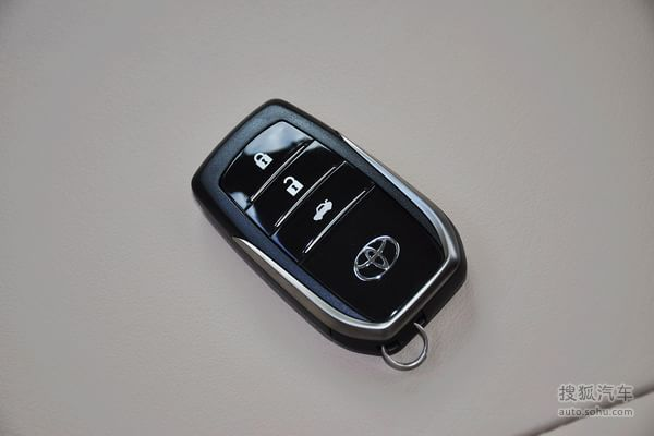 丰田凯美瑞尊瑞混动的汽车钥匙