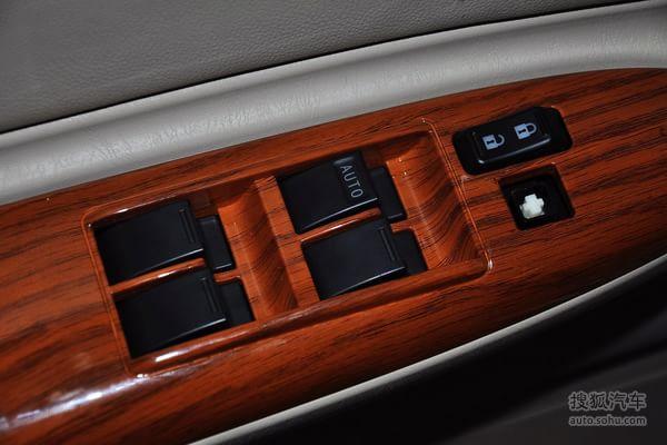 比亚迪f3的车门内部控制面板