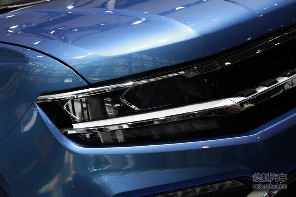 众泰全新中型SUV大迈X7下线