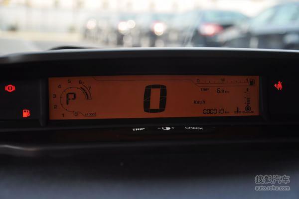 雪铁龙 东风雪铁龙 世嘉三厢 车型介绍  雪铁龙世嘉三厢的仪表板: 小