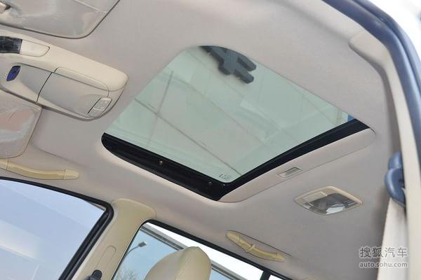 天窗:配置车款   8.37万元   2012款2.0l 手动 两驱天窗版  高清图片