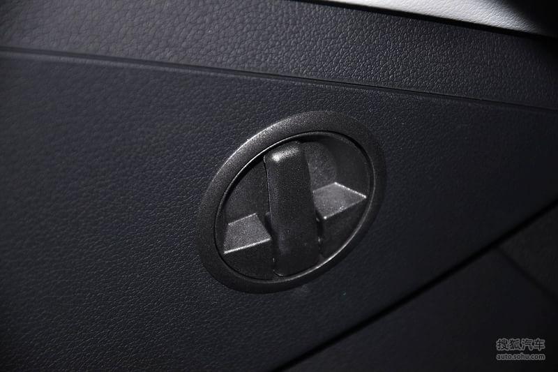 奥迪Q32012款35TFSI 舒适型内饰钛灰色真皮内饰g1728323图片高清图片