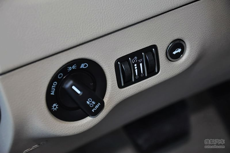 克莱斯勒克莱斯勒300 进口 2013款克莱斯勒300c 3.6l 尊适高清图片