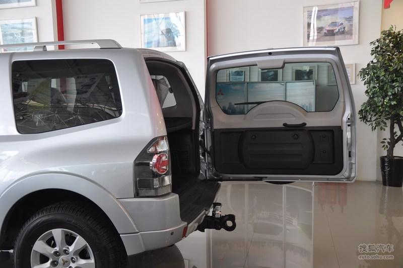 三菱 进口三菱 帕杰罗短轴 2010款三菱帕杰罗短轴 3.8l炫酷高清图片