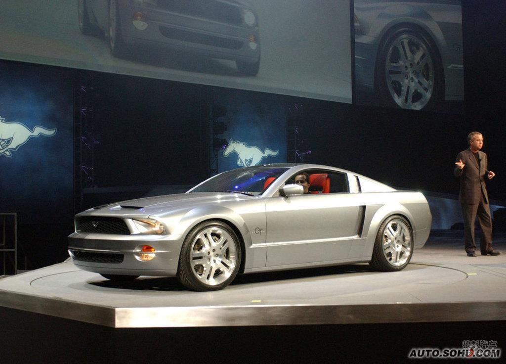 2010款福特野马汽车的售价是多少高清图片