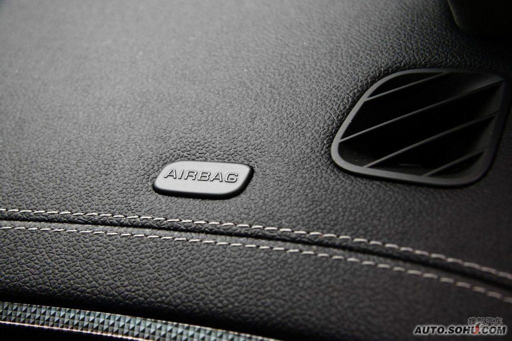 凯迪拉克cts v2009款6.2l高性能豪华轿车内饰m225259图片 高清图片