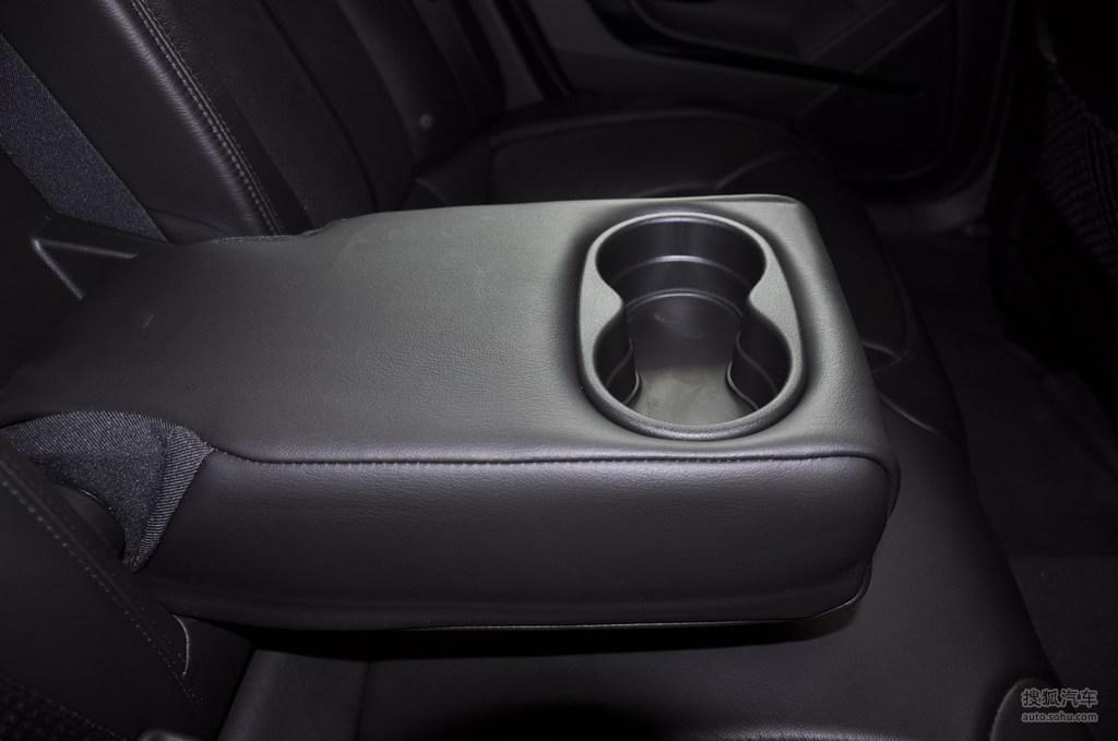 凯迪拉克cts v2009款6.2l高性能豪华轿车内饰深色内饰m高清图片