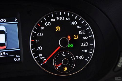 大众胎压报警标志图片_防范爆胎是大事! 荐5款配备胎压监测车型-搜狐汽车