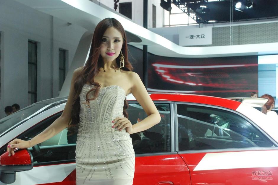 2013唐山车展车模美女图 美女车模