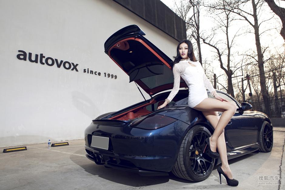 时捷女郎诠释黑白色的妖娆 美女车模