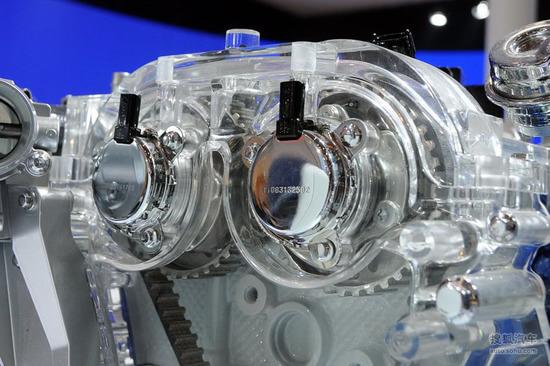 0mm(缸径×行程)的气缸结构显然更加偏重于扭矩表现,在涡轮增压器的图片