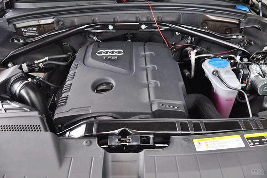 空间动力方面:2013款奥迪Q5全系配备quattro全时四驱技术,扭矩矢量分配系统可以在前后轴之间直接分配扭矩并且根据驾驶形式调节车轮的驱动情况。动力方面依然搭载老款的2.0TFSI发动机,最大功率为155千瓦,最大扭矩为350牛米,匹配八速无级变速器;新增的低功率版2.0TFSI发动机拥有132千瓦的最大功率和320牛米的最大扭矩,配备六速手动变速箱。