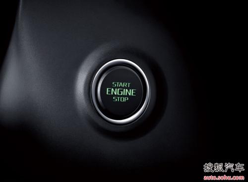 车门拉手就解锁了,上车后踩下刹车按下启动键昊锐就