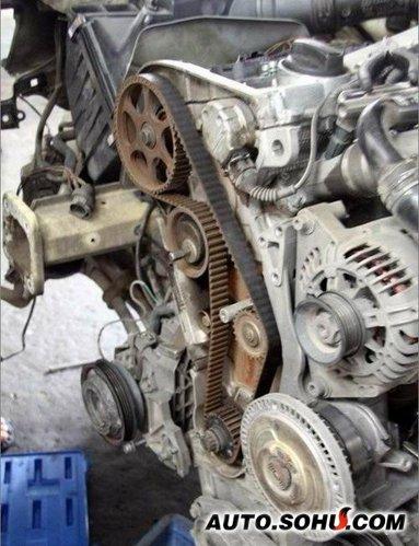 正时皮带的重要作用汽车发动机工作过程中,在气缸内不断发高清图片