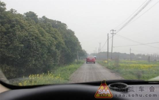 从柏油路到乡间石子路,我们一路上畅通无阻.