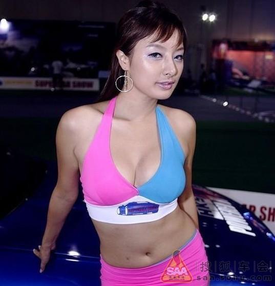 买车还是买胸?美女模特个个巨乳让人崩溃 车