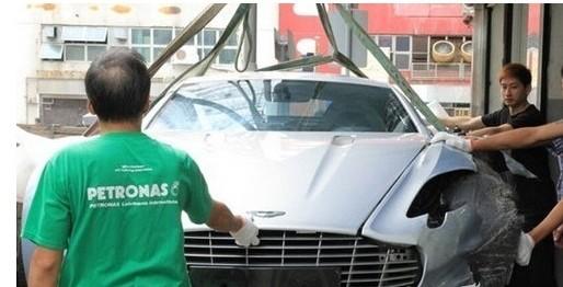 阿斯顿马丁one77 全球最昂贵的车祸高清图片