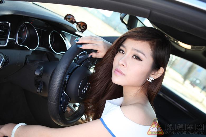 追求速度的美女车主与奥迪rs5的激情邂逅 高清图片
