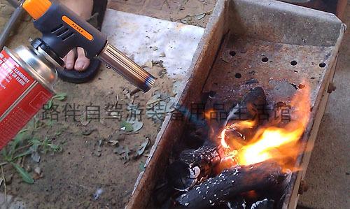 快速安全点燃木炭的方法 自驾游户外烧烤知识
